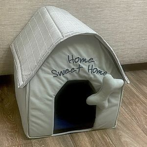 NIB small pet/dog house